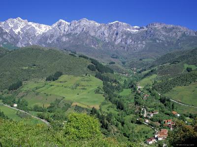 Picos de Europa Mountains, Cantabria, Spain-Gavin Hellier-Photographic Print