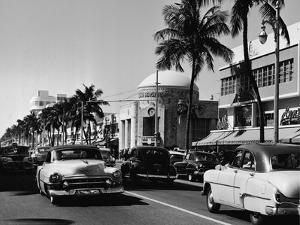 Lincoln & Washington in Miami Beach by Pictorial Parade