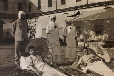 Pictures of War II: Red Cross Nurses Treating Wounded Soldiers with the Sun Therapy, Vicenza--Photographic Print