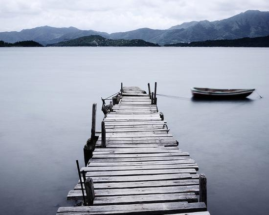 pier-and-boat-on-lake