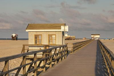 https://imgc.artprintimages.com/img/print/pier-and-sandy-beach_u-l-pnfh7d0.jpg?p=0