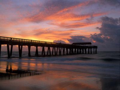 https://imgc.artprintimages.com/img/print/pier-at-sunrise-with-reflections-of-clouds-on-beach-tybee-island-georgia-usa_u-l-pxprld0.jpg?p=0