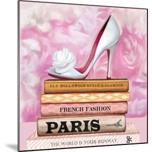 Fashionable Reading by Pink Pink