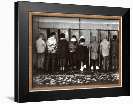 Pipi Pigeon-Robert Doisneau-Framed Art Print