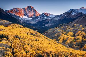 Capitol Peak by Piriya Photography