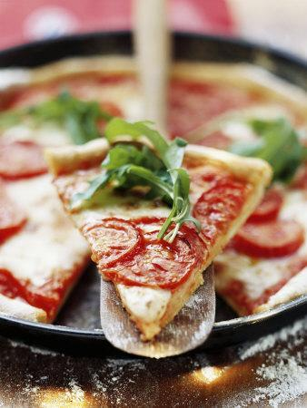 https://imgc.artprintimages.com/img/print/pizza-with-tomatoes-and-rocket_u-l-q10rxgm0.jpg?p=0