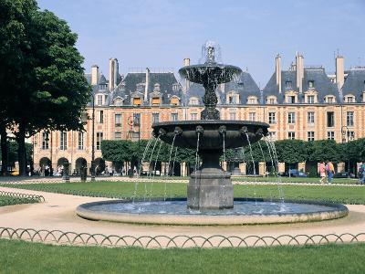 Place Des Vosges, Paris, France-Peter Thompson-Photographic Print