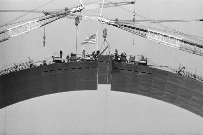 Placing Keystone into Gateway Arch in St. Louis--Photographic Print