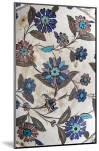 Plat à décor floral pastel
