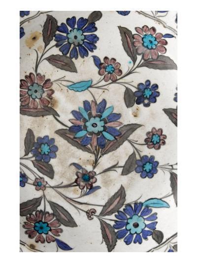 Plat à décor floral pastel--Giclee Print