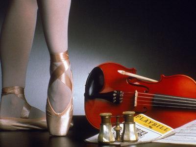 https://imgc.artprintimages.com/img/print/playbill-ballerina-legs-and-violin_u-l-p3e9gg0.jpg?p=0