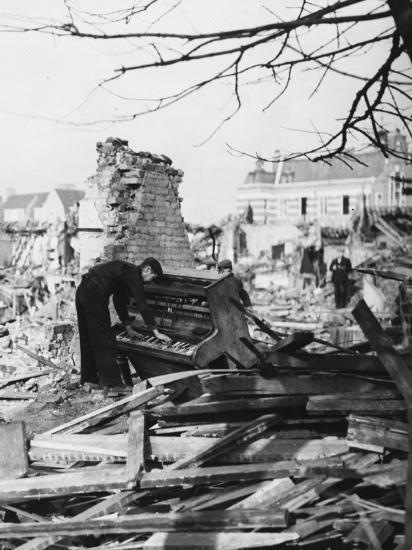 Playing a Piano Amid the Destruction - the Blitz-Robert Hunt-Photographic Print