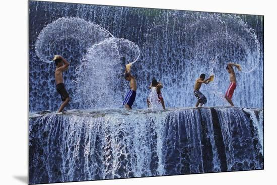 Playing With Splash-Angela Muliani Hartojo-Mounted Giclee Print