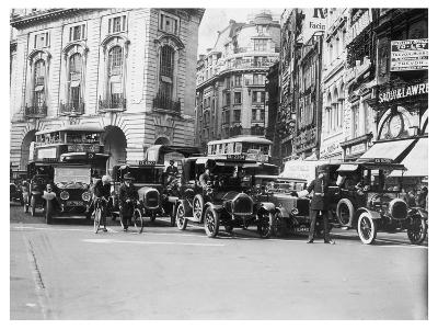 Policeman Directs Traffic Through Piccadilly Circus--Photographic Print