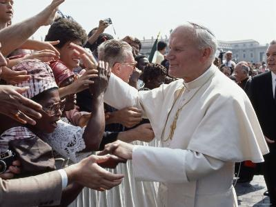 Pope John Paul II Greets a Crowd of People in St. Peter's Square-James L^ Stanfield-Photographic Print