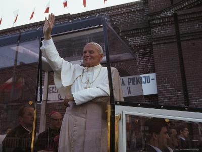 Pope John Paul II Waves from his Bulletproof Vehicle, Warsaw, Poland-James L^ Stanfield-Photographic Print