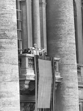 https://imgc.artprintimages.com/img/print/pope-pius-xii-addressed-a-crowd-of-150-000-from-the-balcony-of-st-peter-s-basilica_u-l-q10wnjm0.jpg?p=0