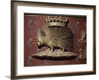 Porc-épic couronné. Motif sur une cheminée.--Framed Giclee Print
