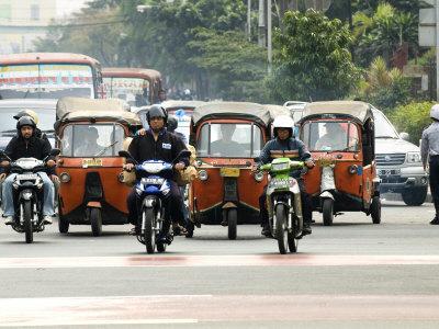 Traffic Including Tuk-Tuk or Bajaj, Jakarta, Java, Indonesia, Southeast Asia