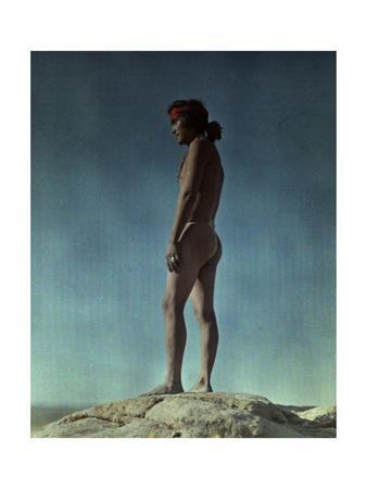 https://imgc.artprintimages.com/img/print/portrait-of-a-hopi-indian-standing-on-a-rock_u-l-p8anpn0.jpg?p=0