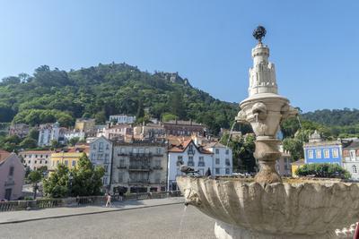 https://imgc.artprintimages.com/img/print/portugal-sintra-sintra-palace-fountain-overlooking-the-main-square_u-l-pyp1vb0.jpg?p=0