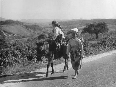 Portuguese Peasants--Photographic Print