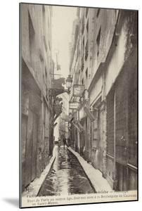 Postcard Depicting Old Paris