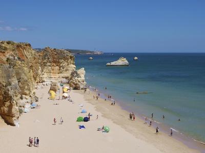https://imgc.artprintimages.com/img/print/praia-da-rocha-algarve-portugal-europe_u-l-phcdzp0.jpg?p=0