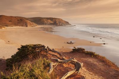 https://imgc.artprintimages.com/img/print/praia-do-amado-beach-at-sunset-carrapateira-costa-vicentina-west-coast-algarve-portugal-europ_u-l-q1bto8o0.jpg?p=0
