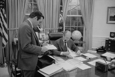 President Gerald Ford Meeting with His Chief of Staff, Donald Rumsfeld. Feb. 6, 1975--Photo