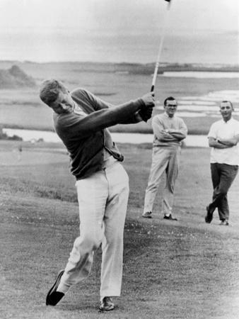 https://imgc.artprintimages.com/img/print/president-john-kennedy-playing-golf-at-hyannis-port-july-20-1963_u-l-pii5i60.jpg?p=0