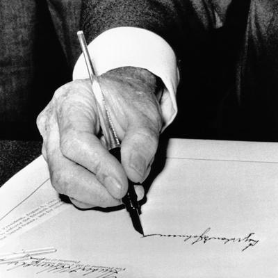 https://imgc.artprintimages.com/img/print/president-lyndon-johnson-signing-the-1965-civil-rights-bill-also-known-as-the-voting-rights-act_u-l-ph8nvr0.jpg?p=0
