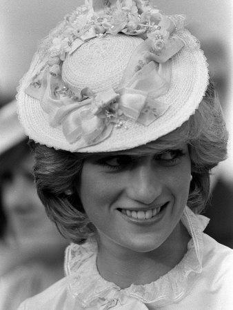 Art print POSTER CANVAS Princess Diana Wearing a Hat