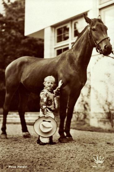 Prins Harald, Prinz Harald Von Norwegen Als Cowboy, Kleines Kind, Pferd--Giclee Print