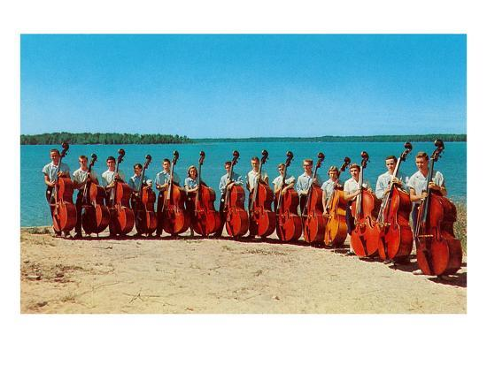 14-double-bass-players-at-the-beach-retro