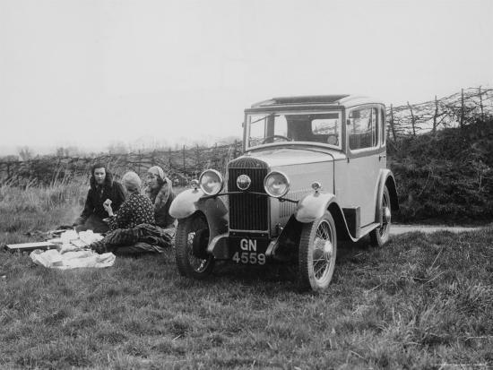1931-triumph-scorpion-with-ladies-enjoying-a-picnic