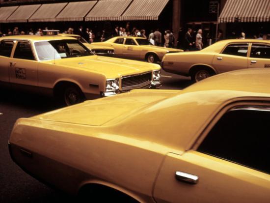 1970s-america-yellow-taxi-cabs-on-5th-avenue-near-48th-street-manhattan-new-york-city-1972