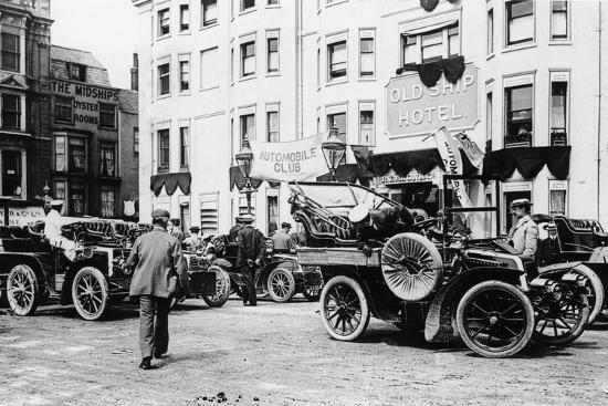 a-1903-renault-10hp-outside-the-old-ship-hotel-brighton-east-sussex-c1903