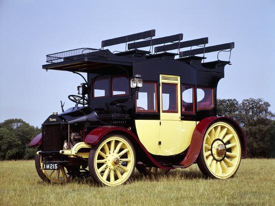 a-1913-thames-coach