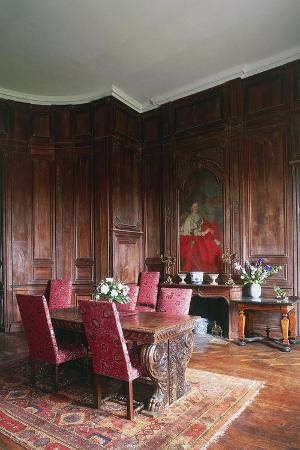 a-room-in-chateau-of-loyat-18th-century-brittany-france