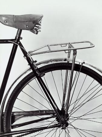 a-villani-mudguard-seat-and-rear-tire-of-a-bicycle
