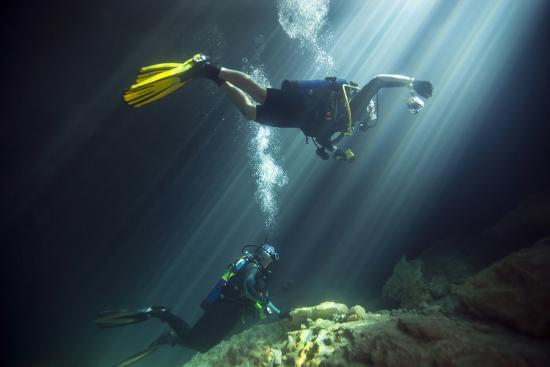 a-young-married-couple-scuba-diving-in-devil-s-den-springs-florida