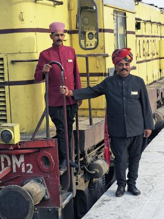 adam-jones-staff-members-for-the-palace-on-wheels-train-posing-with-the-train-udaipur-india