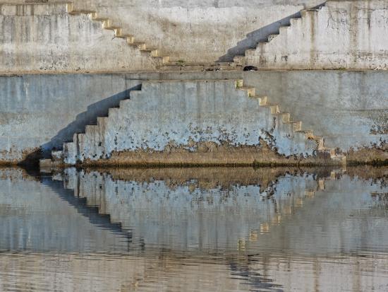 adam-jones-steps-mirrored-on-small-lake-jodhpur-india