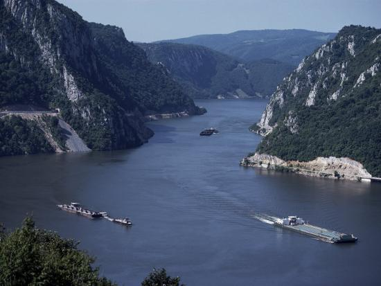adam-woolfitt-iron-gates-area-of-the-river-danube-dunav-serbia