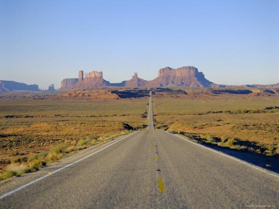 adina-tovy-road-to-monument-valley-navajo-reserve-utah-usa