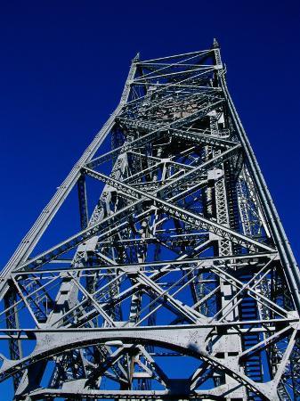 aerial-lift-bridge-duluth-minnesota-usa