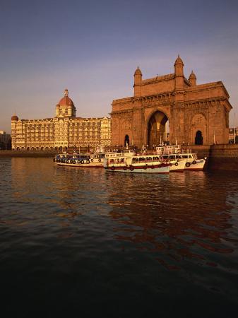 alain-evrard-gateway-to-india-and-taj-hotel-mumbai-india