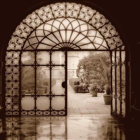 alan-blaustein-courtyard-in-venezia
