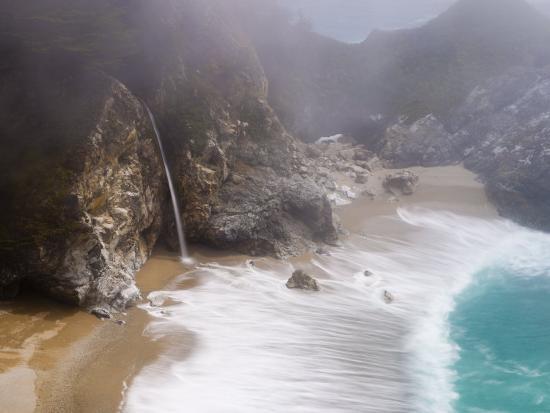 alan-copson-california-highway-1-julia-pfeiffer-burns-state-park-mcway-waterfall-usa
